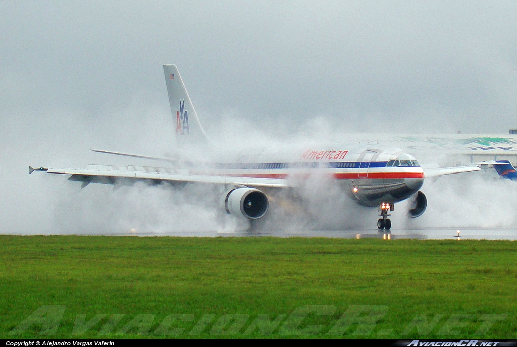 N7082A - Airbus A300B4-605R - American Airlines