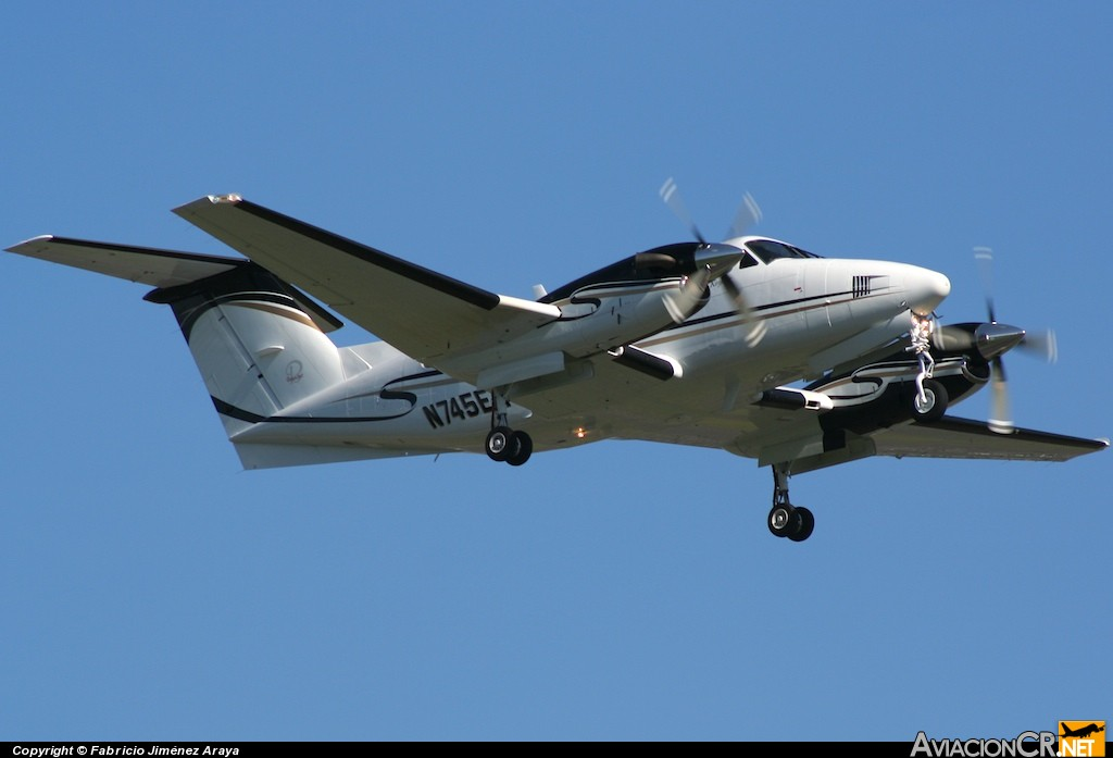 N745EA - Beechcraft Super King Air B200 - Privado