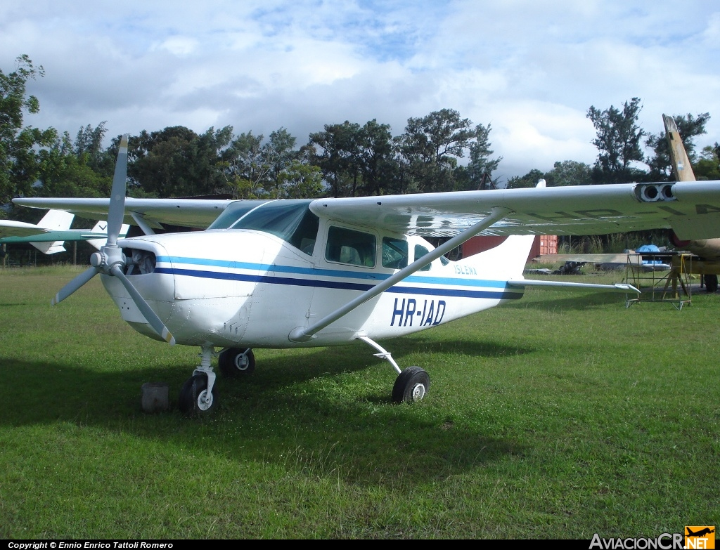 HR-IAD - Cessna P206C Super Skywagon - Isleña