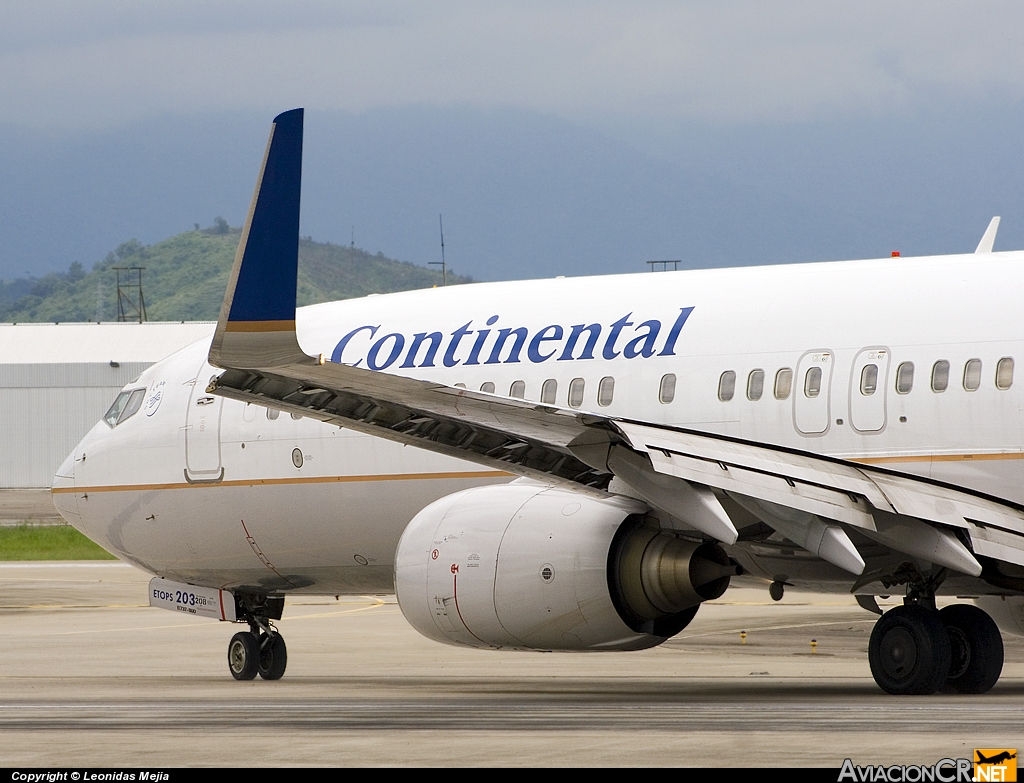N33203 - Boeing 737-824 - Continental Airlines