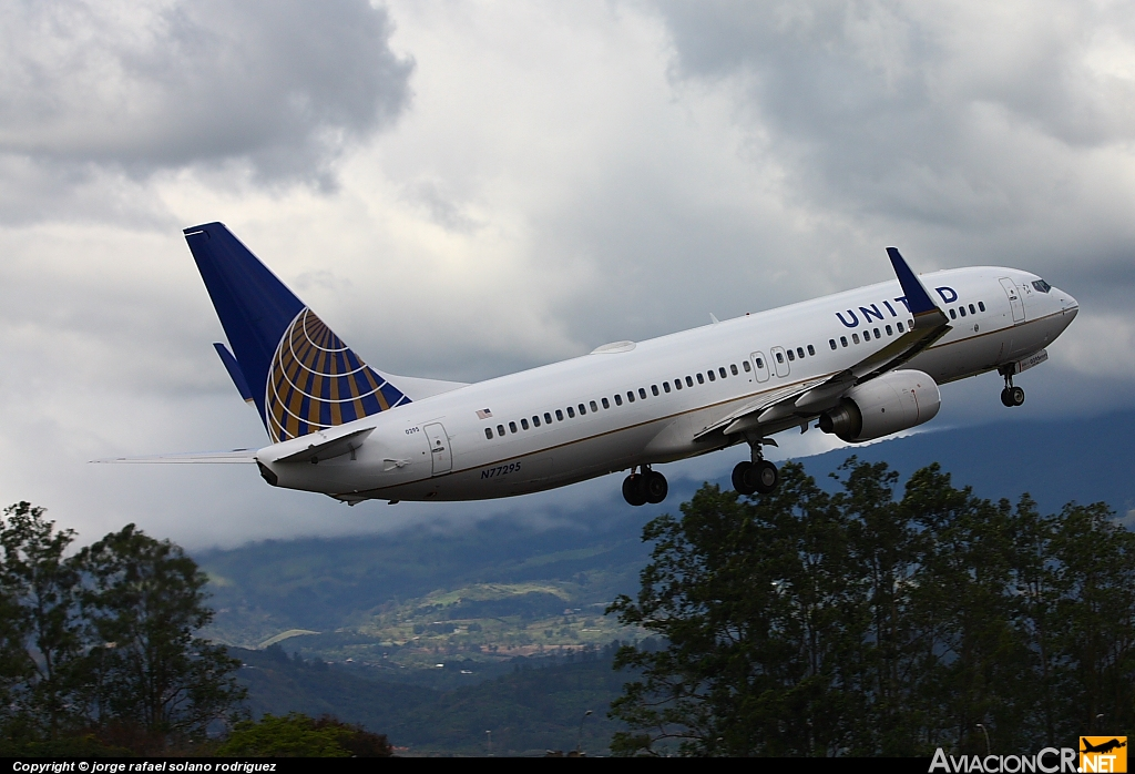 N77295 - Boeing 737-800 - United (Continental Airlines)
