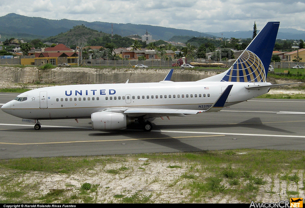 N23707 - Boeing 737-724 - United Airlines (Continental Airlines)