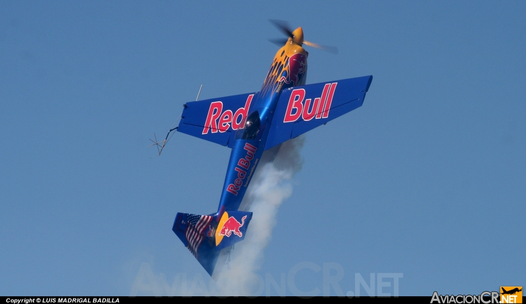 N669R6 - Zivko Edge 540T - Red Bull