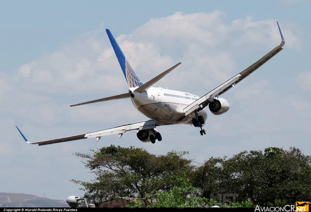 N14704 - Boeing 737-724 - United Airlines